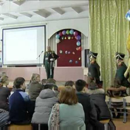 Выступление реконструкторов в школах г. Луги. часть 2